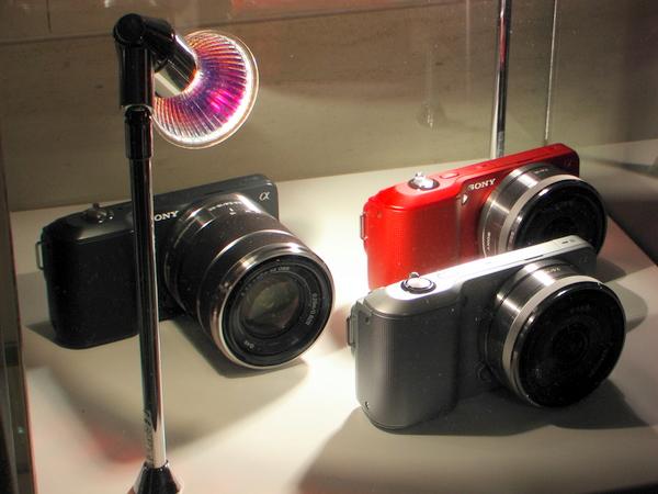 In drei Farben: Sony NEX-3