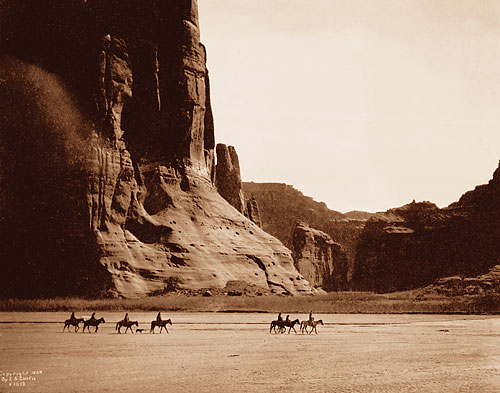 Foto Edward Sheriff Curtis, Canyon de Chelly – Navajo, 1904