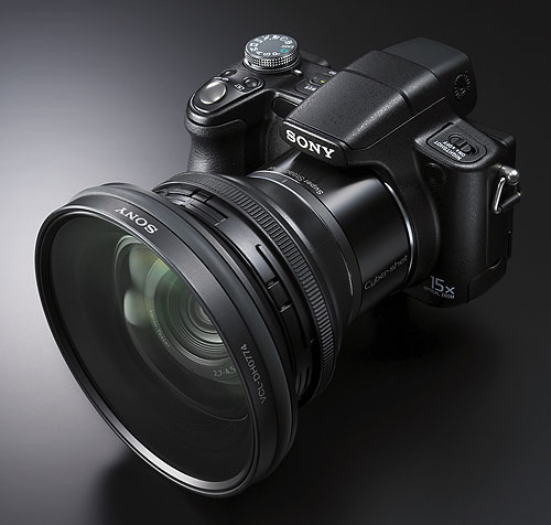 Foto der Cyber-shot DSC-H50 mit Weitwinkelkonverter VCL-DH0774