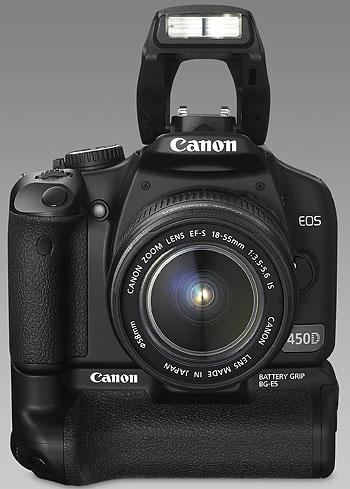 Foto der EOS 450D mit aufgeklapptem Blitz