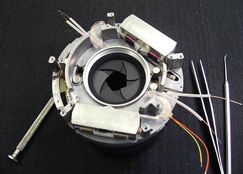 Foto der Hochleistungs-Verschlussgruppe mit Kohlefaserlamellen für AFD-Tele-Xenar 2,8/180mm