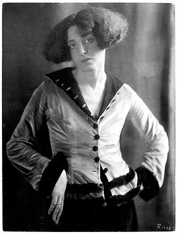 Foto Frieda Riess, Claire Goll, um 1926