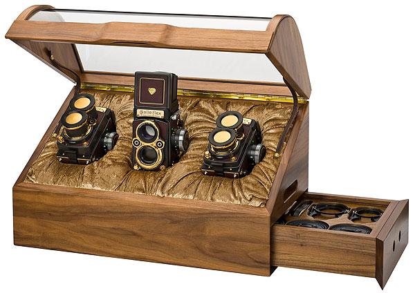Foto der Sonderauflage Rolleiflex 4,0 FW, 2,8 FX und 4,0 FT in Holzkassette