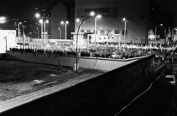 Foto: Hans W. Mende, Checkpoint Charlie, Berlin, 9. November 1989