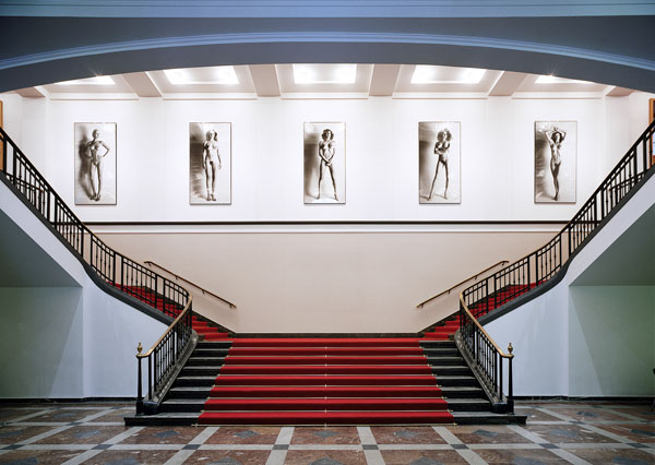 Foto vom Foyer der Helmut Newton Foundation