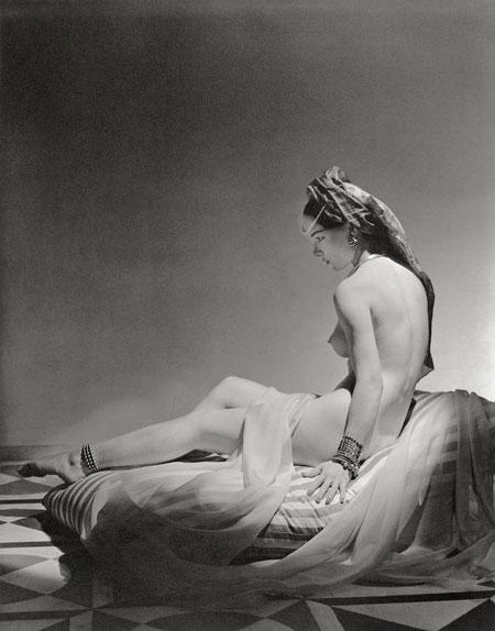 Foto Horst P. Horst: Odalisque Sitting (Variante), New York, 1943