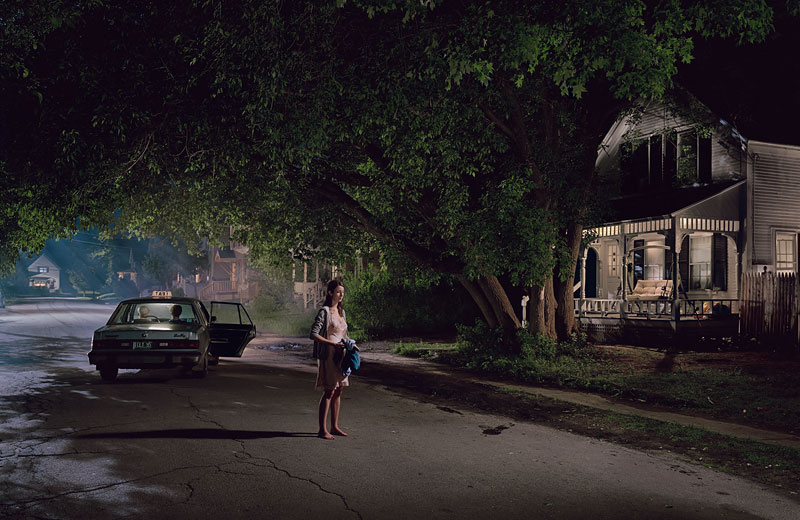 Foto Gregory Crewdson: Untitled (Maple Street), 'Beneath the Roses', 2004