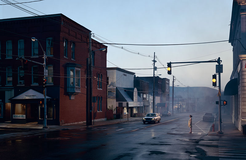 Foto Gregory Crewdson: Untitled (Merchants Row), 'Beneath the Roses', 2003