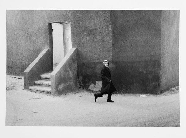 Foto Roger Ballen: Passerby, Israel, 1974