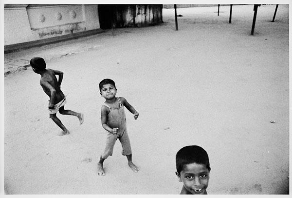 Foto Roger Ballen: Letting go, Ceylon, 1976