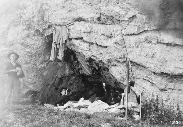 Foto Jules Beck: Biwak in der Tierberghöhle, 1887