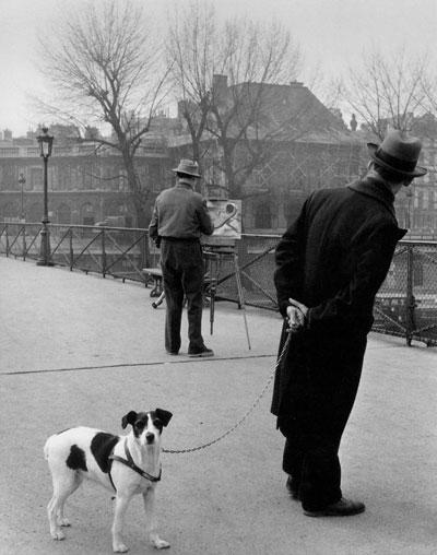 Foto Robert Doisneau: Foxterrier auf dem Pont des Arts, 1953