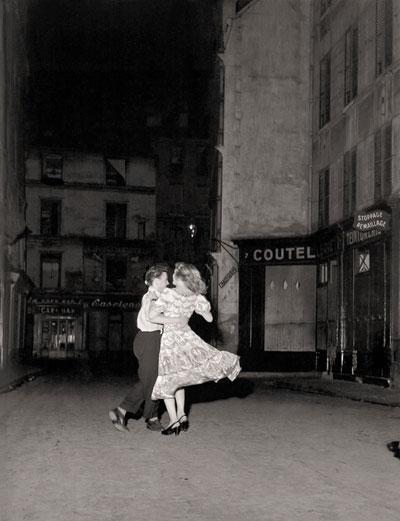 Foto Robert Doisneau: Der letzte Walzer am 14. Juli, 1949