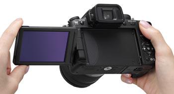 Foto der Lumix G2 von Panasonic in der Hand