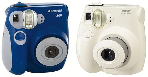 Foto: Links die Polaroid 300, rechts die Fujifilm Instax mini 7