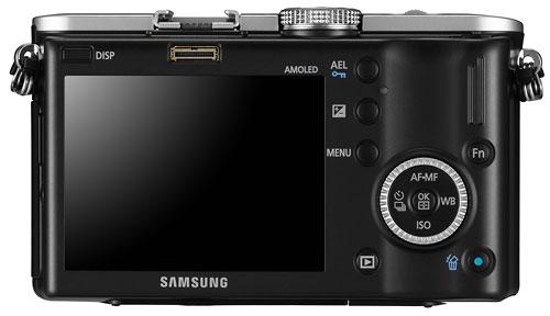 Foto der Rückseite der NX100 von Samsung