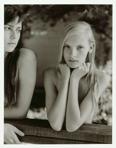 Foto Jock Sturges, Alysha and Misty Dawn; Nothern California,1992