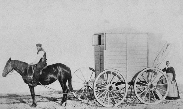Foto Caroline Hammer: Badekarren am Strand, ca. 1863