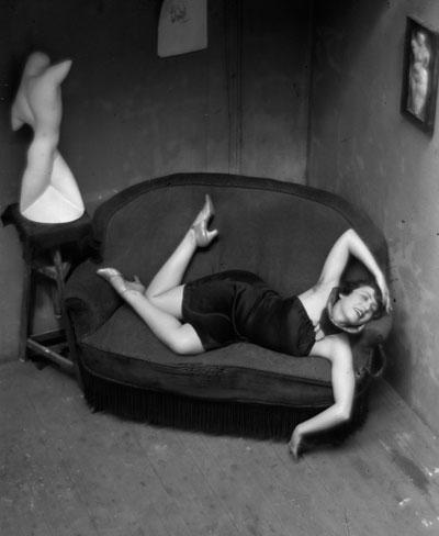 Foto André Kertész: Satiric Dancer, 1926