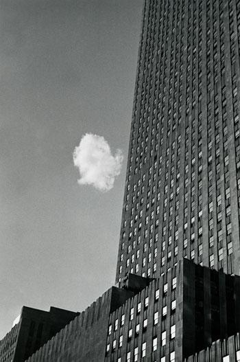 Foto André Kertész: Verlorene Wolke, New York, 1937
