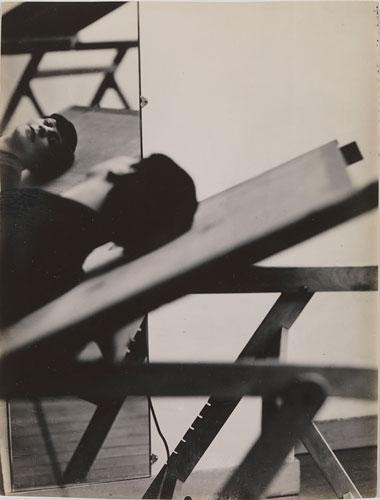 Foto Florence Henri: Selbstportrait im Spiegel, 1928