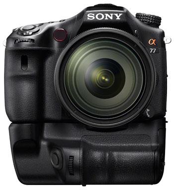 Foto der SLT-A77 mit Handgriff VG-C77AM von Sony