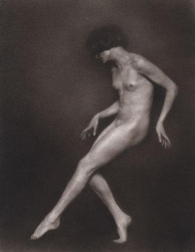 Foto Trude Fleischmann: Aktstudie der Tänzerin Claire Bauroff, Wien 1925