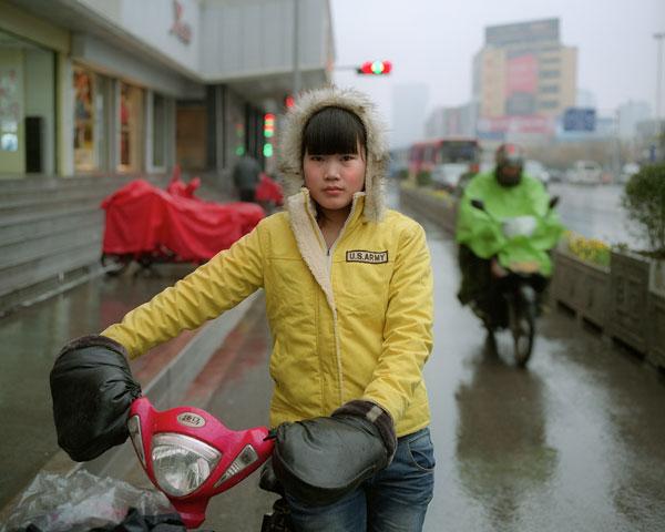 Foto Andreas Seibert, Frau Zhang, 22. In der Stadt Xuzhou leben über 8 Millionen Menschen. Provinz Jiangsu, 2012
