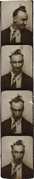 Foto Yves Tanguy, Selbstporträt in einem Fotoautomaten, ca. 1929