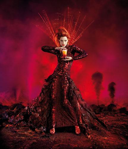 Milla Jovovich, fotografiert von Dimitri Daniloff