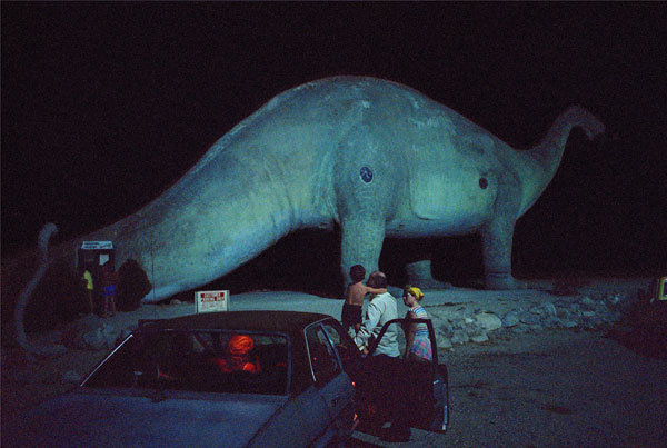Foto Wim Wenders: Dinosaur and Family, California,1983