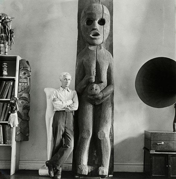 Foto Max Ernst im Haus von Peggy Guggenheim, New York, Herbst 1942