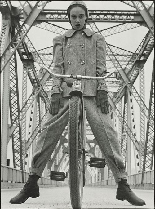 Das Modell Beth Wilson an der Rip Van Winkle Bridge am Hudson, New York 1946