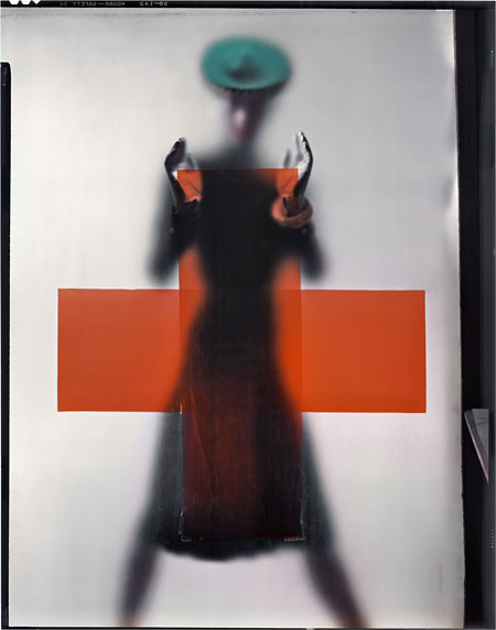 "Foto Erwin Blumenfeld, Variante der Titelfotografie der Vogue US, 15. März 1945, ""Do you part for the red cross"""