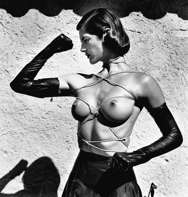 Foto Helmut Newton, Tied-up Torso Ramatuelle, 1980