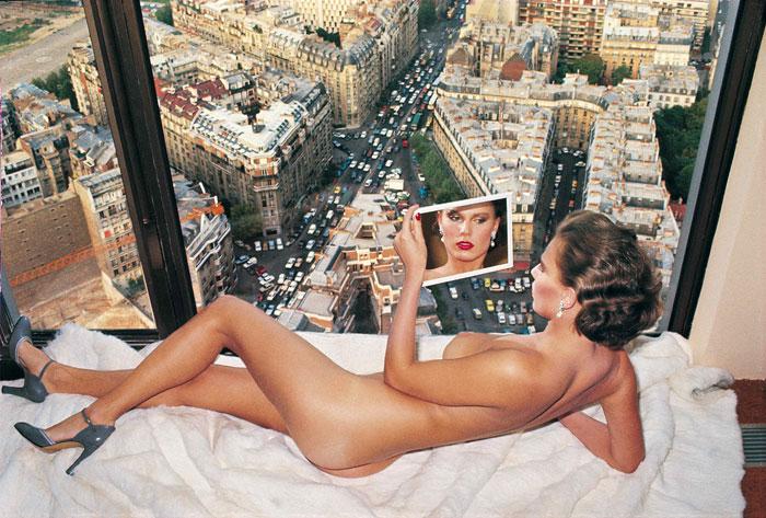 Foto Helmut Newton, Bergstrom over Paris Paris, 1976