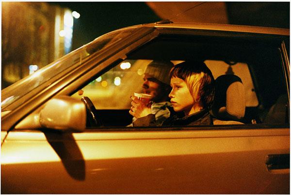 "Foto Tobias Zielony, The Opening, aus der Serie ""Tankstelle"", 2005"