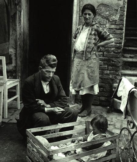 Foto Edith Tudor-Hart, Arbeitslose Familie, Wien, 1930
