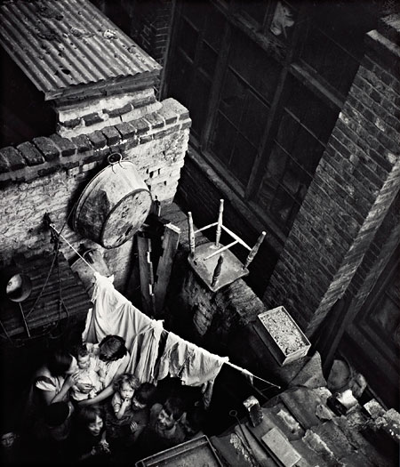Foto Edith Tudor-Hart, Gee Street, Finsbury, London, um 1936