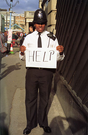 Foto Gillian Wearing, HELP, 1992-93