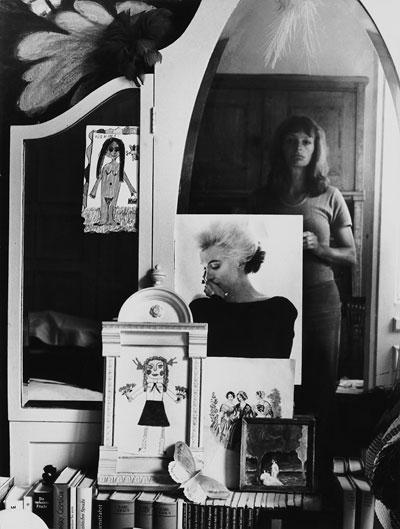 Foto Helga Paris, Selbst im Spiegel, 1971