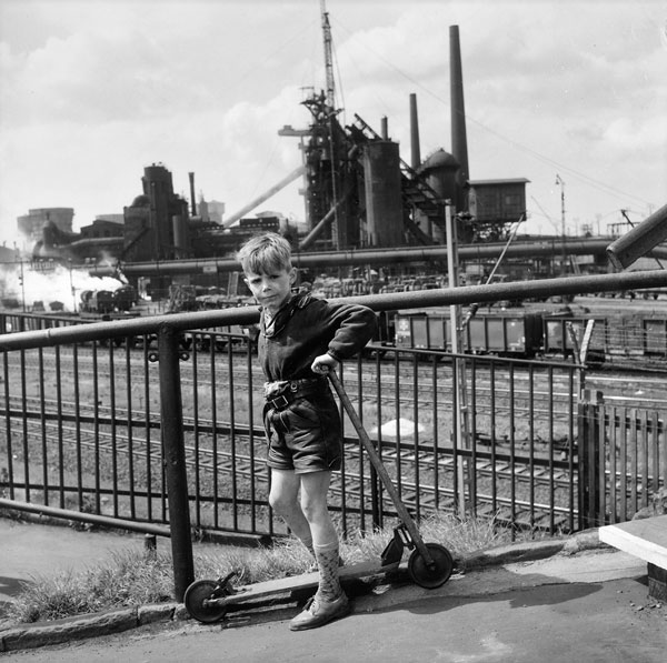 "Foto Rudolf Holtappel, ""Henkelmann""-Brücke, Oberhausen 1961"
