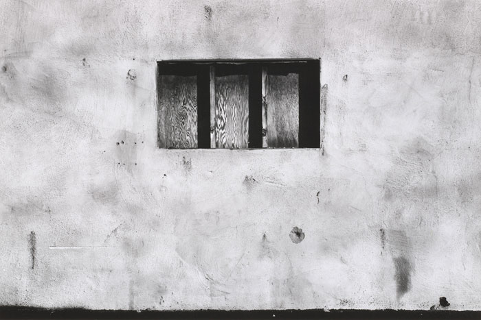 "Foto Lewis Baltz, East Palo Alto, 1972, aus der Serie ""The Prototype Works"""