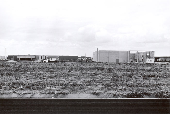 Foto Lewis Baltz, Jamboree Road between Beckman and Richter Avenues, Looking Northwest, 1974