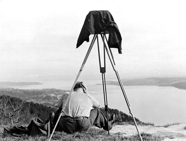 Foto Siegfried Lauterwasser, Warten auf das richtige Licht, 1948