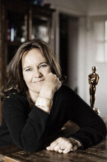 """Foto Jim Rakete, Regisseurin Caroline Link mit Academy Award """"Oscar"""" für Nirgendwo in Afrika (Deutschland 2001"""