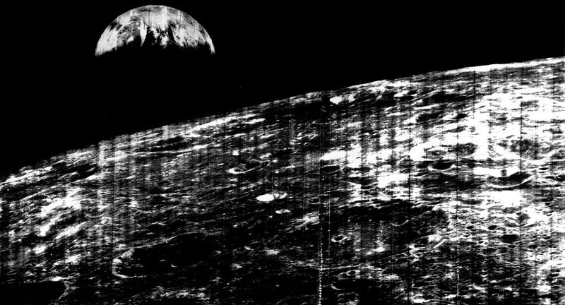 Foto Lunar Orbiter fotografiert erstmals die Erde aus der Nähe des Mondes (23. August 1966)