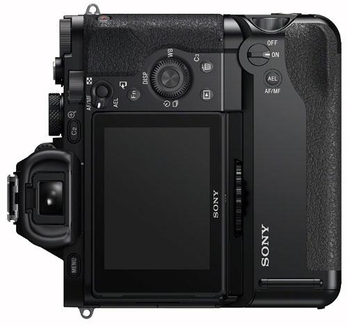Foto der Rückseite alpha 7R mit VG-C1EM