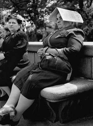 Foto Fred Stein, Zeitungshut, New York 1946
