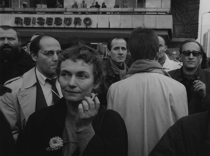 Foto Barbara Klemm: Gregor Gysi, Bärbel Bohley, Ulrich Mühe, Heiner Müller; Demonstration Berlin-Ost, 4. November 1989